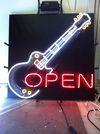 吉他造型霓虹燈~顏色配的也很美!!