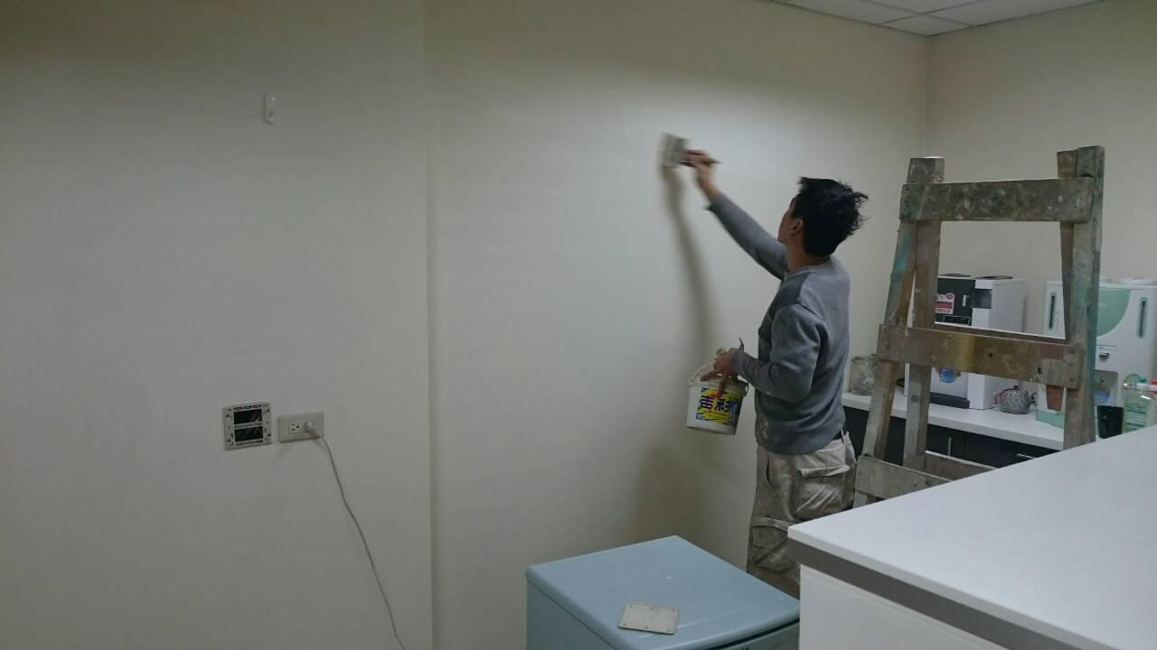 抓漏 / 防锈工程 / 油漆工程               房屋修缮 / 室内装修